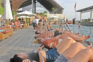 the1O1legianhotel-bali-skypool-party-richotraveling