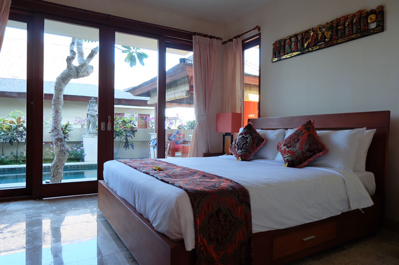 villa-hardevi-bedroom-pool-access