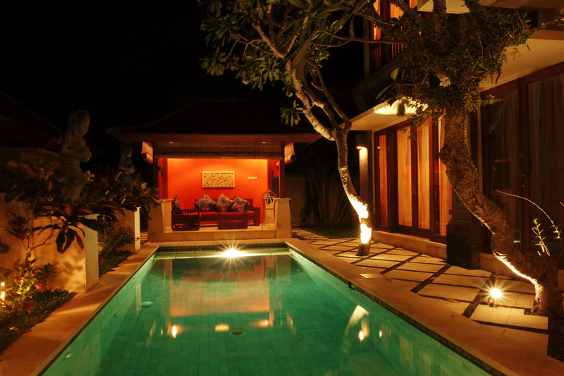villa-hardevi-pool-night